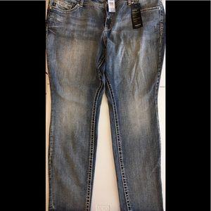 BRAND NEW Torrid premium skinny jeans size 24 READ